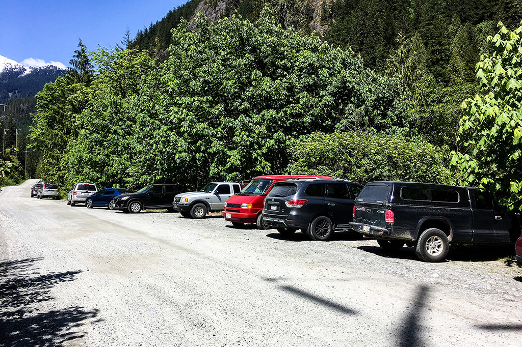 Cars parked along the side of Ashlu Road at the trailhead for the Sigurd Trail (and trail to Crooked Falls)